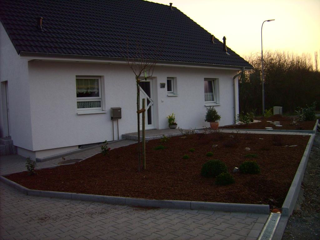 Emejing Vorgartengestaltung Mit Rindenmulch Und Kies Images ...